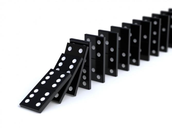1371163080_ca4iJdHOTQCYdKrJvzUt_Dominos_falling